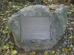 From Wikiwand: Gedenkstein am Hildaspielplatz