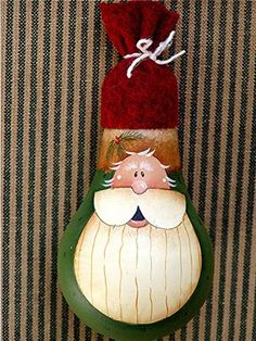 Santa  . . . looks like the lightbulbs I've painted but would be so cute on a gourd . . .