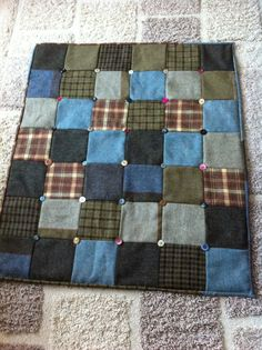 Tweed quilt with buttons