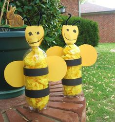 40 Easy DIY Spring Crafts Ideas for Kids - Bienen Projekt - Insect Crafts, Bug Crafts, Daisy Girl Scouts, Bee Party, Ideias Diy, Bee Theme, Animal Crafts, Summer Crafts, Bottle Crafts