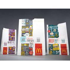 """Las bolsas de comida para llevar y los vasos de papel de McDonald's tienen ahora nuevo """"look"""" e integran códigos QR en el diseño..."""