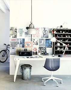 I like this desk. And the bike peeping out of the corner... Ride your bike to work day!