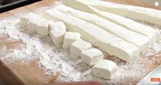 Homemade marshmallows are perfect to take to a campfire, a winter party or even to give as an impressive hostess gift. Here's how it's done.