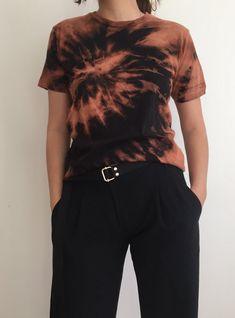 - Destroyed Handmade Tie Dye Bleached Black T-shirt - Size S (Womens) Gebleichte Shirts, Diy Tie Dye Shirts, Bleach T Shirts, Bleach Tie Dye, Bleach Clothes, Diy Shirt, Black Bleached Shirt, Black Tie Dye Shirt, Brown T Shirt