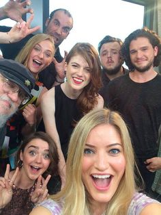 ijustine Justine Ezarik and the Game of Thrones cast Game Of Thrones Besetzung, Justine Ezarik, Rose Leslie, Plus Tv, Game Of Trones, My Sun And Stars, Kit Harington, Maisie Williams, Tv Shows