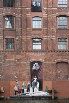 Aktuelles Gebäude mit Teile aus einem historischen Foto, Hamburg. www.zeit-fenster.com