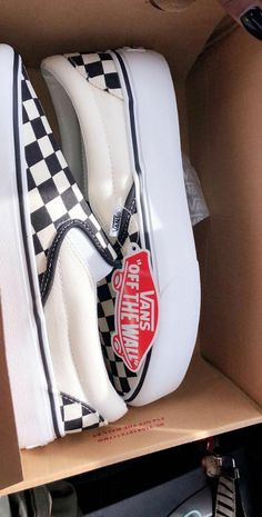 Slip on sneakers outfit – Lady Dress Designs Tenis Vans, Vans Sneakers, Slip On Sneakers, Sneakers Fashion, Vans Shoes Outfit, Black Sneakers, Cute Vans, Aesthetic Shoes, Hype Shoes
