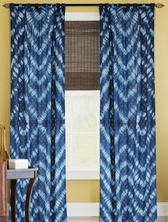 20 Navy Curtains Will Make Your Days Bright with Color Design Tie Dye Curtains, Tie Dye Bedding, Navy Curtains, Printed Curtains, Curtain Patterns, Tie Dye Patterns, Shibori Tie Dye, Shibori Fabric, Tie Dye Crafts