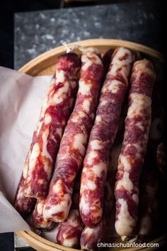 Chinese Sausage ● There are two types of flavors, spicy mala sausages and sweet Chinese sausage (lop Cheung). Homemade Sausage Recipes, Meat Recipes, Asian Recipes, Cooking Recipes, Oven Recipes, Sauce Chinoise, Home Made Sausage, Specialty Meats, Charcuterie Recipes