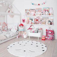 Sweet and Pink Girls Bedroom La déco est géniale, les couleurs superbes