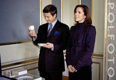 2 November 2004  Crown prince Frederik and crown princess Mary received a wedding gift donated by the Danish population: a complete Flora Danica set of dishes and tableware, consisting of 200 pieces marked with the couple's monogram. It's worth 34,000 euro.
