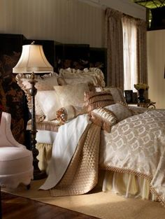 Beautiful layered gold bedding. Luxurious, elegant, and modish. #bedroom #linens