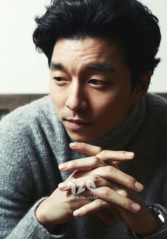 Got a cup to catch your drool? ;) IZE sure knows what Christmas gifts to give readers, currently featuring Gong Yoo and Kim Woo Bin on its site! Check out their pictorials! Gong Yoo K…