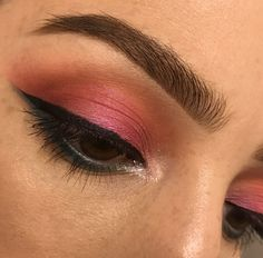 Colorful spring makeup orange pink blue eyeshadow. Urban decay x Anastasia Beverly Hills x Becca Pearl . Benefit Kabrow #4 NYC liner Marc Jacobs mascara