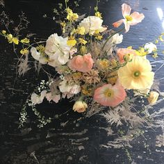 Rosegolden spring bouquet with poppies, sweet pea, orchids, spirea and ranunculus Sweet Pea Bouquet, Poppy Bouquet, Spring Bouquet, Ranunculus, Art Of Living, Flower Bouquet Wedding, Warm Colors, Spring Wedding, Floral Arrangements