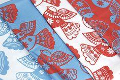 tissu-motif-oiseau-rouge-bleu-2.jpg