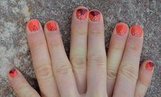 Triangle de pois. Sablier. | Decorationgles (sur les mains de ma soeur). Source d'inspiration : http://primacreative.tumblr.com/post/22191243406/nails-did-nude-neon-deep-v-manicure-with