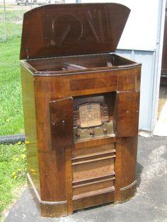 1937 RCA VICTOR Model U-107 ART DECO radio w/ automatic record player RARE