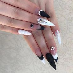 Black and White Nails with Pearls and Diamonds Classy Nail Designs, Black Nail Designs, Nail Art Designs, New Nail Art, Cool Nail Art, Mary Janes, Diamond Nail Designs, Black Stiletto Nails, Spiral Tie Dye