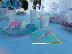 unicorn party, cake table, unicorn cake, favor bags, | Ángeles 5 ...