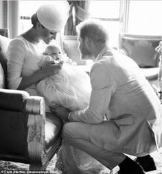 Meghan Markle and Prince Harry share never-before-seen photograph of Archie to mark the Duke of Sussex's birthday Prince Harry Et Meghan, Meghan Markle Prince Harry, Princess Meghan, Prince Henry, Prince Harry Photos, Baby Prince, Young Prince, Prince William, Princesa Diana