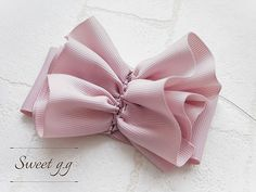 フリルたっぷりリボンの作り方 Ribbon Art, Fabric Ribbon, Ribbon Crafts, Ribbon Bows, Fabric Flowers, Ribbons, Bows For Sale, Crochet Hair Accessories, Hair Bow Tutorial
