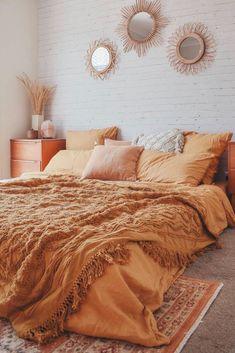 Brick Wallpaper Self Adhesive Vintage Brick Peel and Stick Fall Bedroom, Room Ideas Bedroom, Home Decor Bedroom, Vintage Bedroom Decor, Bedroom Inspo, Earthy Bedroom, Vintage Bedrooms, Warm Cozy Bedroom, Lighting Ideas Bedroom
