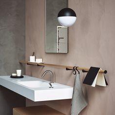 La tendance à suivre dans la salle de bains ? Cultiver l'ambivalence entre douceur organique et radicalité minimaliste....