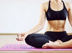 Oooom - und schon purzeln dank dieser Yoga-Übungen die Bauch-Pfunde!
