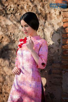 Vietnamese Traditional Dress, Vietnamese Dress, Traditional Dresses, Silk Tunic, Woman Silhouette, Ao Dai, Beautiful Women, Feminine, Culture