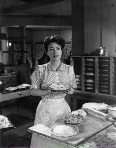 Mildred Pierce has prepared a very special #Thanksgiving pie for tomorrow's dinner at my place. #JoanCrawford