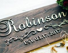 Family Name Sign Wedding Gift Last Name Establish Couple Sign Custom Family Sign Wedding Last Name Sign Gift for Family Wooden Sign Last Name Signs, Family Name Signs, Christmas Diy, Christmas Decorations, Collor, Dollar Tree Store, Wedding Signs, Wedding Plaques, Gifts For Family