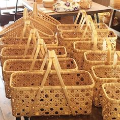 Here are 16 awesome ideas for diy Christmas decorations. Some of the material I got from a dollar tree store. Bamboo Art, Bamboo Crafts, Rattan, Wicker, Best Gift Baskets, Christmas Diy, Christmas Decorations, Japanese Bamboo, Bamboo Basket