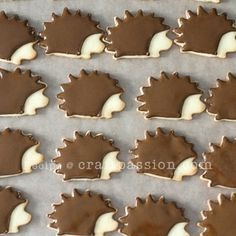 Baked animal cookies with sugar cookies recipe and decorate them with royal icing, both pipe and flood method. Hedgehog, squirrel, snail cookies.