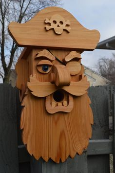 Large Cedar Pirate Birdhouse / Cedar Birdhouse / Blackbeard Birdhouse / Cedar Bird Feeder / Face birdhouse / Wood Birdhouse / Cedar Bird