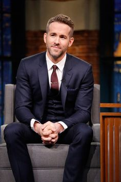 Ryan Reynolds Reveals He Played 'Let's Get It On' While Blake Lively Was in Labor!: Photo Ryan Reynolds looks mighty fine in a suit while making an appearance on Late Night with Seth Meyers on Wednesday evening (February in New York City. Style Ryan Reynolds, Ryan Reynolds Haircut, Ryan Reynolds Beard, Ryan Reynolds Family, Ryan Reynolds Deadpool, Celebrity Haircuts, Celebrity Style, Mens Fashion Suits, Mens Suits