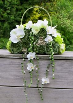 A stylish and refreshing alternative to the original bridal bouquet Created… Floral Bouquets, Wedding Bouquets, Wedding Flowers, Floral Wreath, Ikebana, Deco Floral, Arte Floral, Creative Flower Arrangements, Floral Arrangements