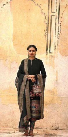 Best Trendy Outfits Part 9 Sabyasachi Dresses, Pakistani Formal Dresses, Pakistani Dress Design, Indian Dresses, Indian Clothes, Pakistani Couture, Indian Designer Suits, Indian Suits, Indian Attire