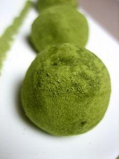 Truffes au chocolat blanc et au thé vert matcha - A la table des ...