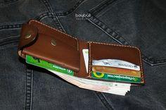 Купить или заказать Портмоне Хантер Мини (цвет Орех) в интернет-магазине на Ярмарке Мастеров. Портмоне из натуральной кожи КРС (краст). Сшито на 100% вручную вощёной нитью. Внутри объёмный карман для мелочи, 5 отделов для карт (два из них потайные) и отделение для купюр. Компактное, удобное, надёжное!