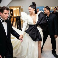 Deepika Padukone leaving Hotel Martinez for ''Rocket Man'' screening at the annual Cannes Film Festival on May 2019 in Cannes, France. Bollywood Stars, Bollywood Fashion, Bollywood Actress, Lehenga Blouse, Priyanka Chopra, Deepika Padukone, Cannes Film Festival, Beauty Queens, Indian Actresses