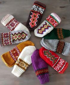 Knit Socks, Knitting Socks, Cozy Winter, Color Shapes, Colours, Crochet, Crafts, Accessories, Fingerless Gloves