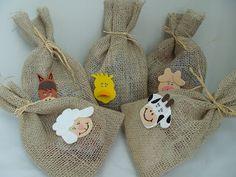 sacos de juta - festa fazendinha   http://atelieartenaveia.divitae.com.br/