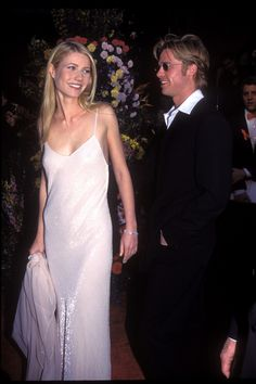 Gwyneth Paltrow en sip dress accompagnée de Brad Pitt à la cérémonie des Academy Awards 1996
