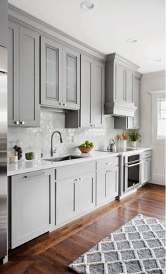 Modern kitchen paint colors color ideas with white cabinets green Shaker Style Kitchen Cabinets, Shaker Style Kitchens, Kitchen Cabinet Styles, Grey Kitchens, Modern Kitchen Paint, Kitchen Wall Tiles, Kitchen Interior, Kitchen Decor, Kitchen Backsplash