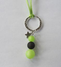- 228 - Sautoir perles polaris verte et noire , breloque étoile / suédine verte / fête / cadeau : Collier par perlaperles