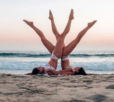 Most Impressive And Challenging Yoga Poses - Pinokyo <br> 20 Most Impressive and Challenging Yoga Poses Group Yoga Poses, Acro Yoga Poses, Partner Yoga Poses, Yoga Posen, Aerial Yoga, Dance Photos, Yoga Challenge, Dance Moves, Workout
