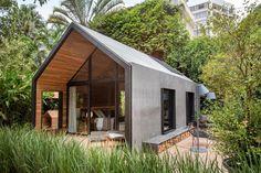 Cabanas estilosas na Casa Cor Rio dão forma a loft e casinha de cachorro