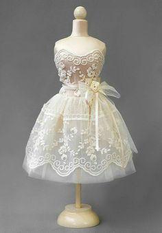 Mannequins- no tutorial ! Barbie Dress, Barbie Clothes, Modelos Fashion, Dress Card, Fairy Clothes, Miniture Things, Little Dresses, Miniature Dolls, Beautiful Dolls