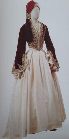 Ενδυμασία τυπου Αμαλιας της Φλωρούλας Δυοβουνιώτη.Εθνικο Ιστορικό Μουσείο. Historical Women, Historical Clothing, Greek Dress, Moroccan Dress, Tribal Dress, Wedding Costumes, Folk Costume, Festival Wear, Ethnic Fashion